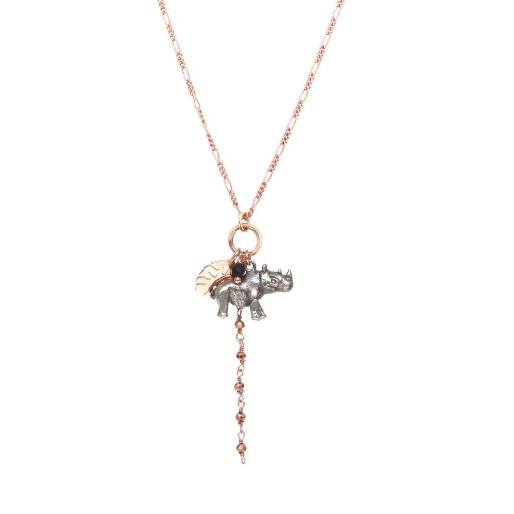 Collana di catena con pendente composto da Rinocerote,foglia monstera e rosario. - MAMAN ET SOPHIE